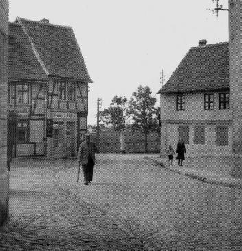 16 Blick nach Süden auf das Magdeburger Tor