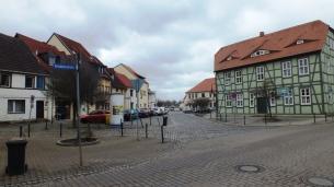 21 Gleicher Blick heute (Adler abgerissen), rechts ehemaliges Schau's Hotel