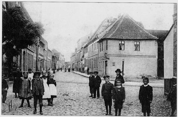 29 Ende des 19.Jh. Magdeburger Straße Nähe Rathaus Richtung Osten