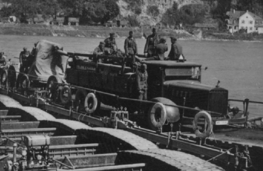 Barge: Motorisierte Artillerie Rolf