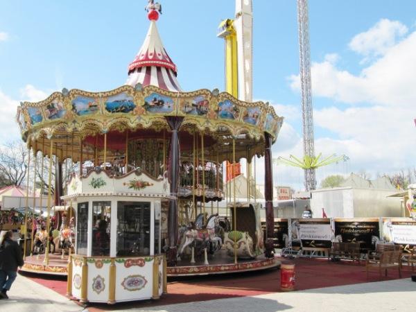 Merri-go-round - Photo Credit: volksfestundkirmes.de