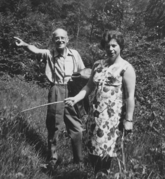 Onkel Hans und Elsbeth, Bienes Halbschwester (1967)