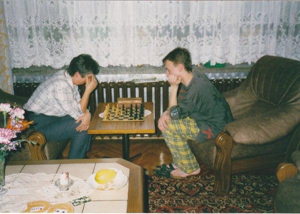 Biene zu Besuch in Grimma beim Schachspiel 1997