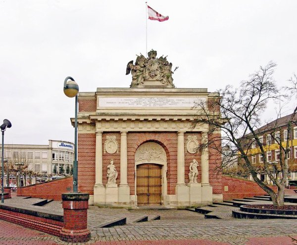 Wesel 'Berlin Gate' - Photo Credit: wikimedia.org