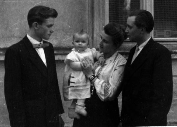 Eddas Taufe 1955 mIt Jürgen Hartmut Gisela