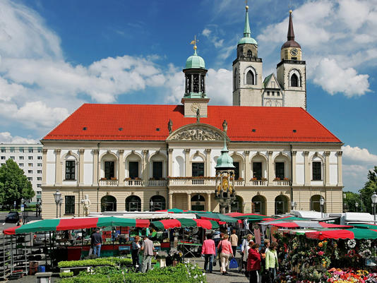 Weekly Market in Today's Magdeburg - Photo credit: magdeburg.de