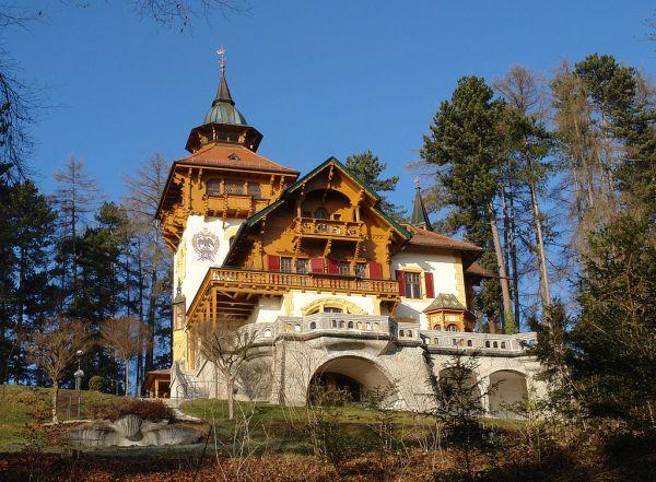 Villa Waldberta Feldafing - Photo Credit: wikipedia.org