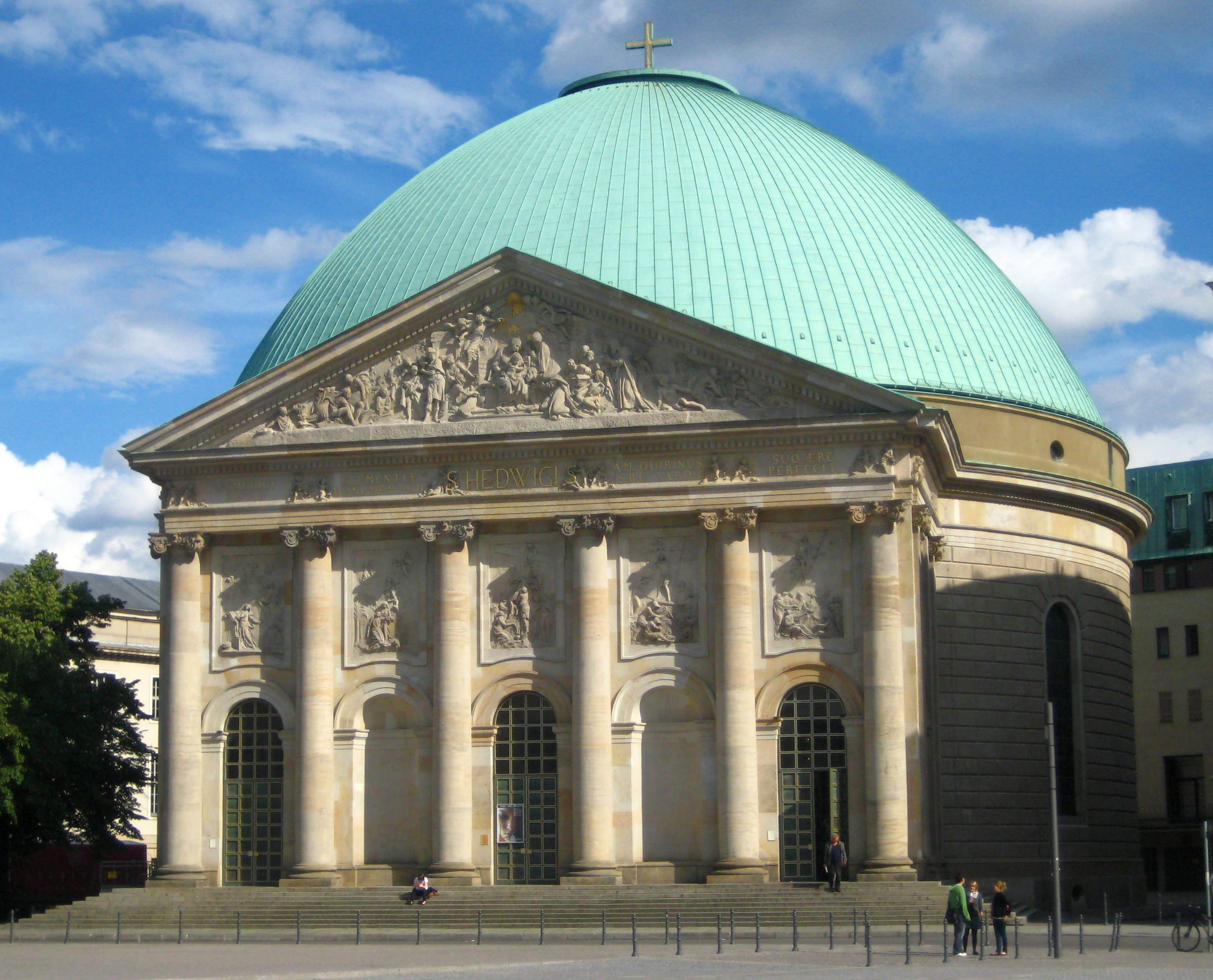 Berlin,_Mitte,_Bebelplatz,_Hedwigskathedrale_02